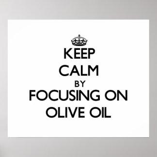 Guarde la calma centrándose en el aceite de oliva poster