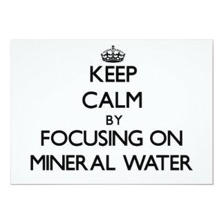 Guarde la calma centrándose en el agua mineral comunicados personales