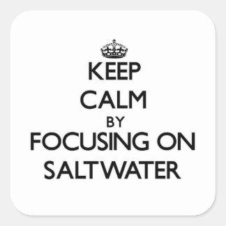 Guarde la calma centrándose en el agua salada calcomanía cuadradase