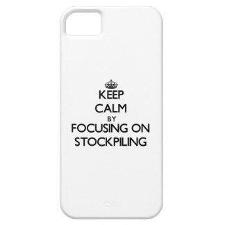 Guarde la calma centrándose en el almacenamiento iPhone 5 coberturas
