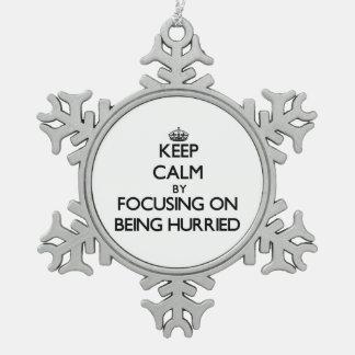 Guarde la calma centrándose en el apresuramiento adornos