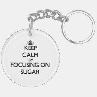 Guarde la calma centrándose en el azúcar llavero redondo acrílico a doble cara