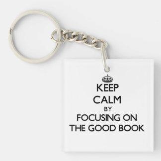 Guarde la calma centrándose en el buen libro llavero cuadrado acrílico a una cara