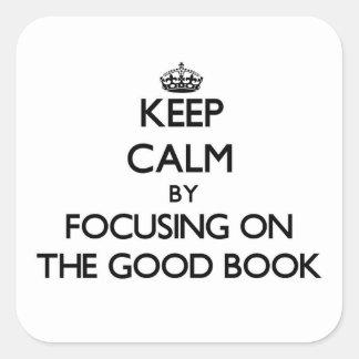 Guarde la calma centrándose en el buen libro calcomanía cuadradas