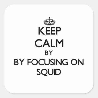 Guarde la calma centrándose en el calamar pegatina cuadrada
