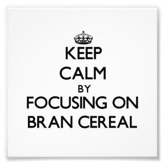 Guarde la calma centrándose en el cereal del salva