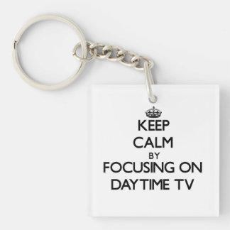 Guarde la calma centrándose en el d3ia TV Llavero Cuadrado Acrílico A Una Cara