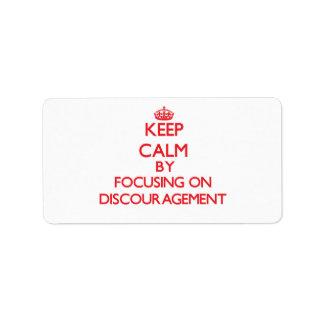 Guarde la calma centrándose en el desaliento etiqueta de dirección