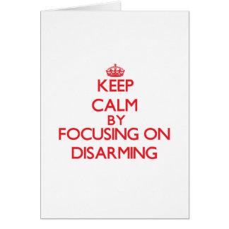 Guarde la calma centrándose en el desarme tarjetón