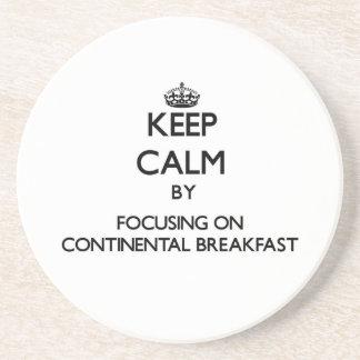 Guarde la calma centrándose en el desayuno contine posavasos personalizados