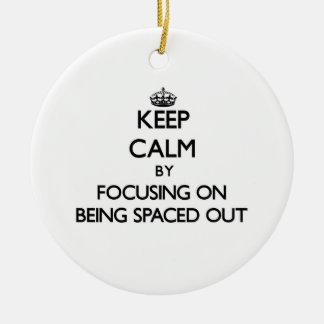 Guarde la calma centrándose en el espaciamiento ha ornamento de navidad