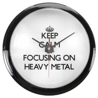 Guarde la calma centrándose en el metal pesado reloj pecera