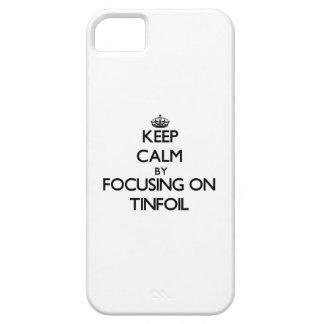 Guarde la calma centrándose en el papel de estaño iPhone 5 carcasas