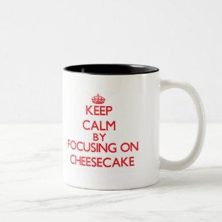 Guarde la calma centrándose en el pastel de queso tazas