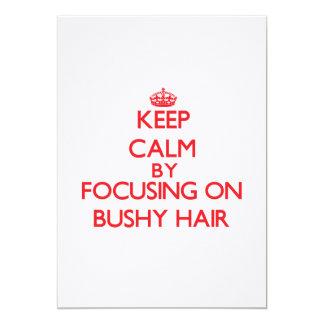 Guarde la calma centrándose en el pelo espeso invitacion personal