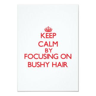 Guarde la calma centrándose en el pelo espeso comunicados