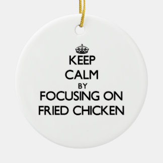 Guarde la calma centrándose en el pollo frito adorno redondo de cerámica