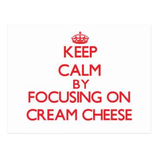 Guarde la calma centrándose en el queso cremoso tarjetas postales