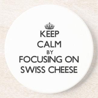 Guarde la calma centrándose en el queso suizo
