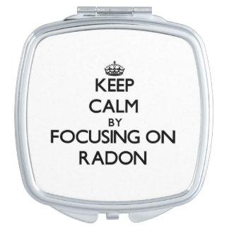 Guarde la calma centrándose en el radón espejos compactos