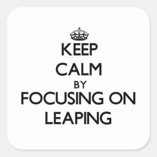Guarde la calma centrándose en el salto calcomania cuadradas personalizada