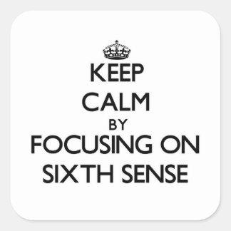 Guarde la calma centrándose en el sexto sentido colcomanias cuadradas personalizadas