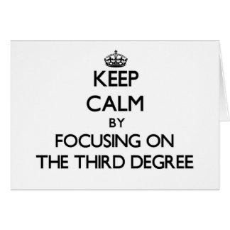 Guarde la calma centrándose en el tercer grado felicitaciones