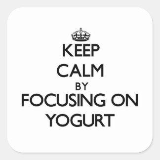Guarde la calma centrándose en el yogur pegatina cuadrada