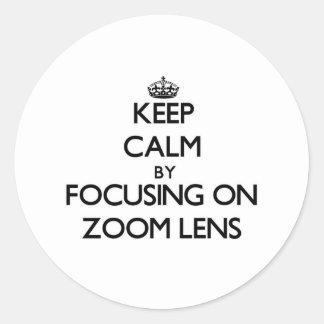 Guarde la calma centrándose en el zoom etiqueta redonda