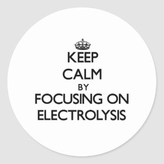 Guarde la calma centrándose en ELECTRÓLISIS Etiqueta Redonda