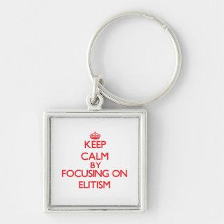 Guarde la calma centrándose en ELITISMO Llaveros Personalizados