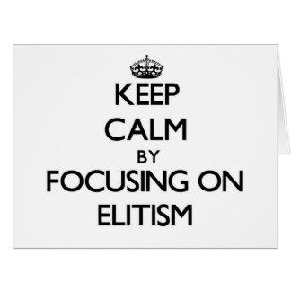 Guarde la calma centrándose en ELITISMO Tarjeta De Felicitación Grande