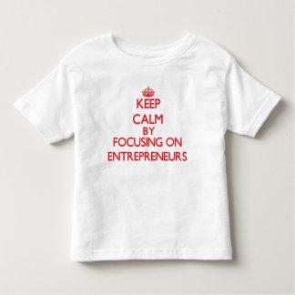 Guarde la calma centrándose en EMPRESARIOS T Shirts