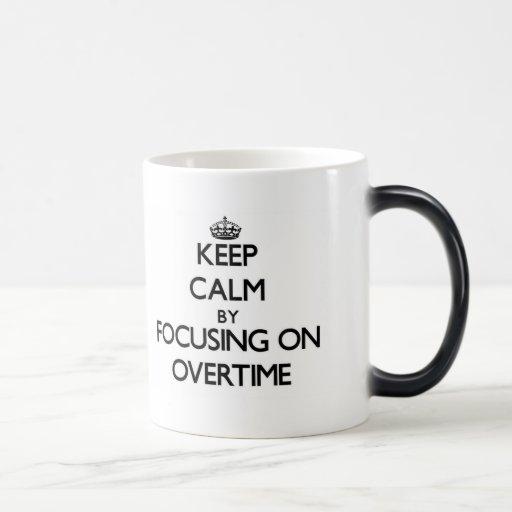 Guarde la calma centrándose en en horas extras tazas