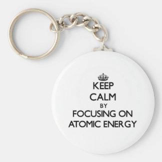 Guarde la calma centrándose en energía atómica llavero