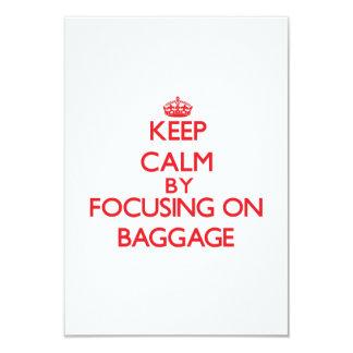 """Guarde la calma centrándose en equipaje invitación 3.5"""" x 5"""""""