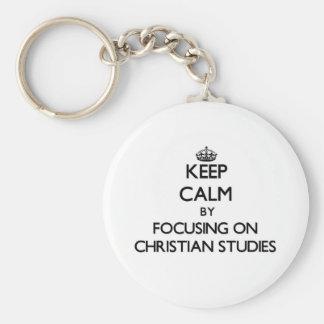 Guarde la calma centrándose en estudios cristianos llaveros