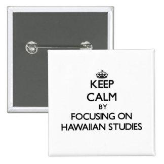 Guarde la calma centrándose en estudios hawaianos pin