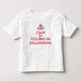 Guarde la calma centrándose en EXCLAMACIONES Tee Shirt