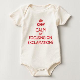 Guarde la calma centrándose en EXCLAMACIONES Traje De Bebé