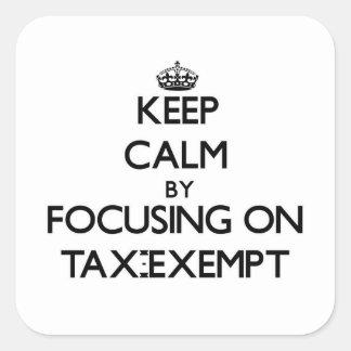 Guarde la calma centrándose en exento de impuestos pegatina cuadrada