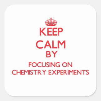 Guarde la calma centrándose en experimentos de la pegatina cuadrada