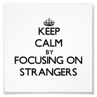 Guarde la calma centrándose en extranjeros