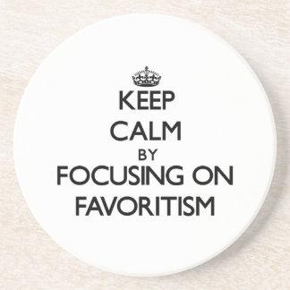 Guarde la calma centrándose en Favoritism Posavasos Manualidades