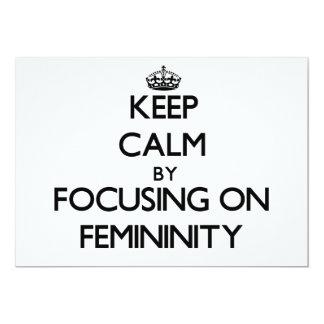 Guarde la calma centrándose en feminidad comunicados personalizados