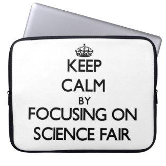 Guarde la calma centrándose en feria de ciencia