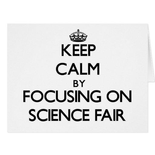 Guarde la calma centrándose en feria de ciencia tarjeta de felicitación grande