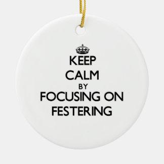 Guarde la calma centrándose en Festering Ornamentos De Navidad
