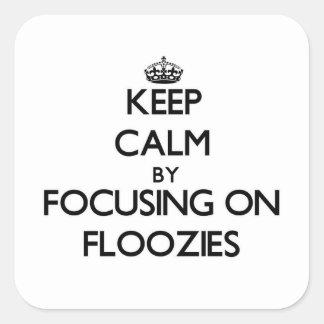Guarde la calma centrándose en Floozies Pegatina Cuadrada