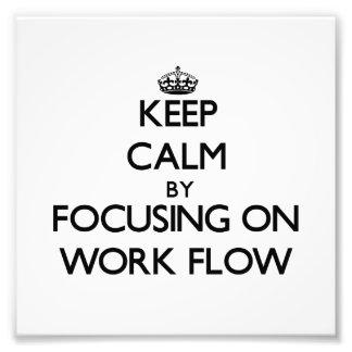 Guarde la calma centrándose en flujo de trabajo arte fotográfico